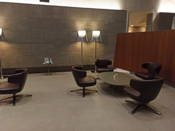 Qatar Airways Al Mourjan Business Class Lounge Corona Sitzgruppe
