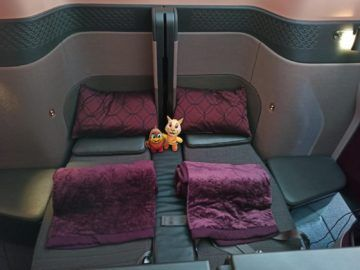 Qatar Airways Qsuite B777 300er Corona Doppelbett Frontal