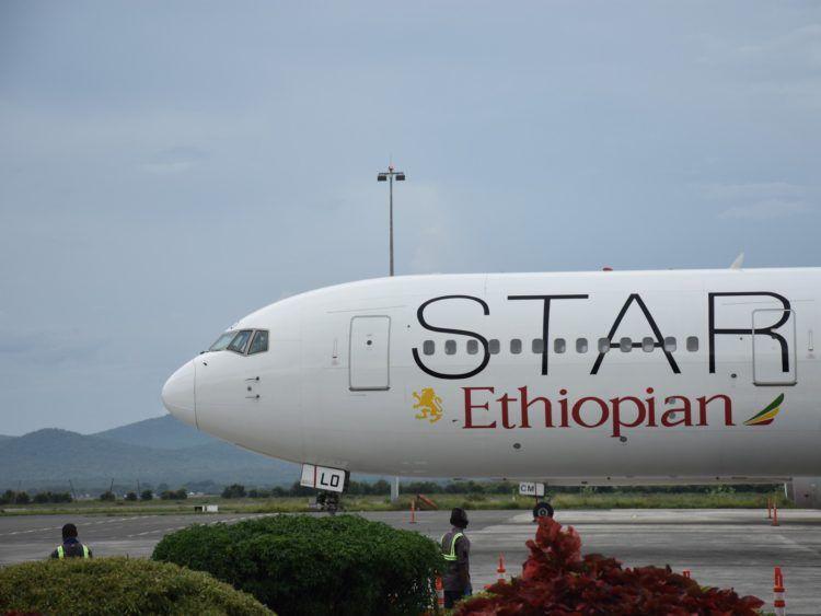 Ethiopian Airlines B767 Cockpit Star Alliance Lackierung