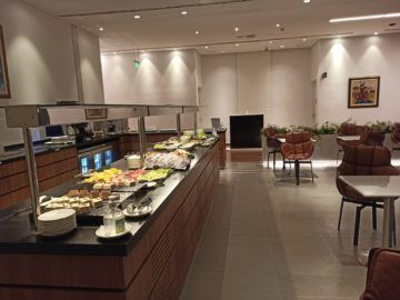 Ethiopian Airlines Sheba Platinum Lounge Addis Abeba Terminal 2 Kaltes Buffet Blick Auf Dusche