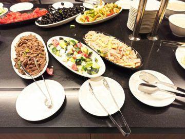 Ethiopian Airlines Sheba Platinum Lounge Addis Abeba Terminal 2 Kaltes Buffet Gemischte Salate