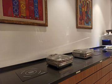Ethiopian Airlines Sheba Platinum Lounge Addis Abeba Terminal 2 Kaltes Buffet Vorrichtung Fuer Warmes Essen