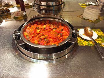 Ethiopian Airlines Sheba Platinum Lounge Addis Abeba Terminal 2 Warmes Buffet Ratatouille Gemüse