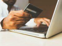 Kreditkarte Laptop Unsplash