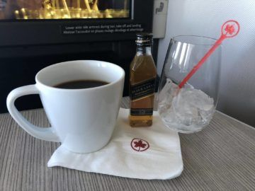 air canada business class boeing 777 kaffee whisky
