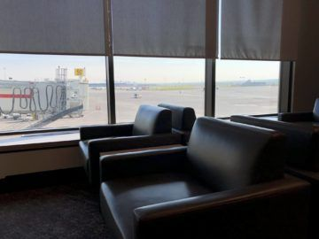air canada maple leaf lounge calgary sessel fensterfront