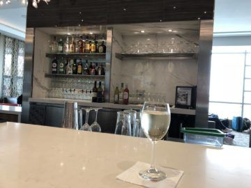 air canada maple leaf lounge vancouver bar wein