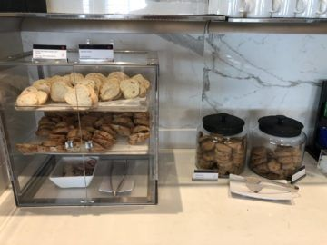 air canada maple leaf lounge vancouver cookies brot