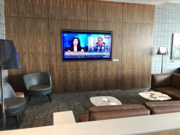 air canada maple leaf lounge vancouver fernseher