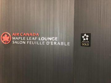 air canada maple leaf lounge vancouver logo eingangsbereich
