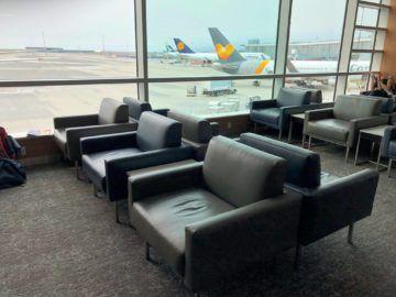 air canada maple leaf lounge vancouver sitzmoeglichkeiten2