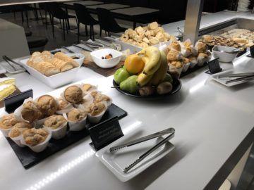 air new zealand brisbane international lounge muffin obst