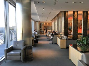 aircanada maple leaf gold lounge frankfurt sitzmoeglichkeiten fensterfront
