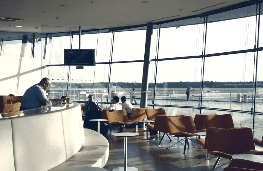 Ausblick aus der VIP Lounge in Graz auf die Landebahn
