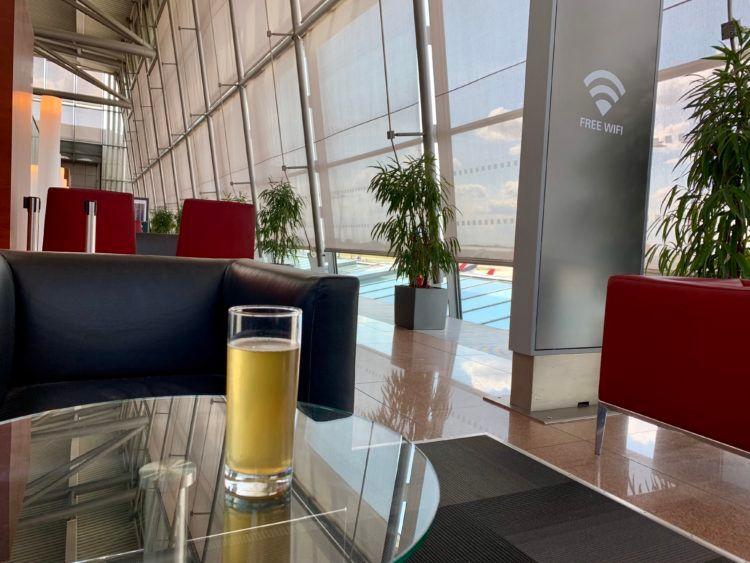 airport lounge hamburg getraenk
