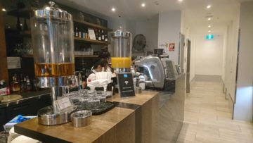 american express lounge sydney eingang bar mit kaffee und spirituosen