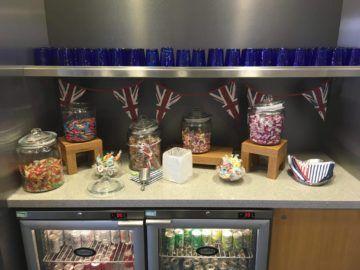 americanairlines admiralsclub londonheathrow britische bonbons