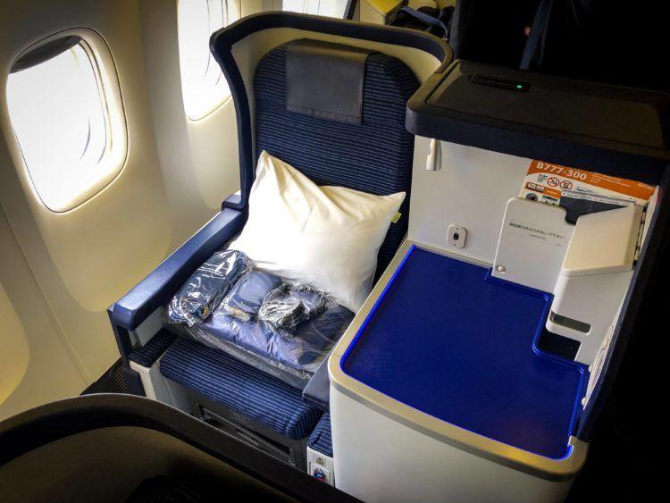 ana business class boeing 777 300 sitz fenster