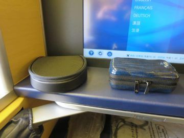 ana first class boeing 777 300er amenity kit 1