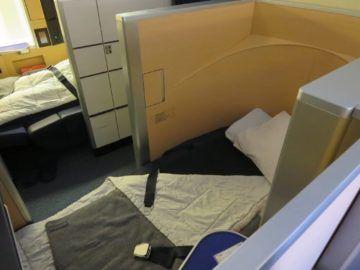 ana first class boeing 777 300er bett 1