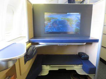 ana first class boeing 777 300er sitz blick 0