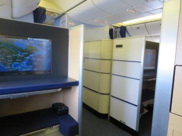 ana first class boeing 777 300er sitz blick 1