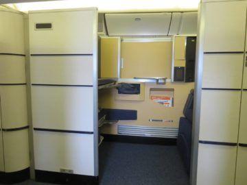 ana first class boeing 777 300er sitz blick 2