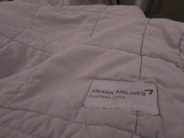 asiana business class smartium boeing 777 bettdecke