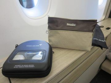 asiana first class a380 amenity kit 1