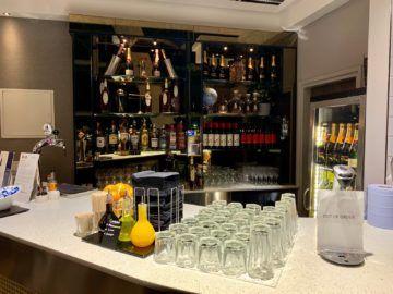 aspire lounge london heathrow terminal 5 bar 2