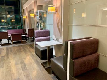 aspire lounge london heathrow terminal 5 sitzgelegenheit 1