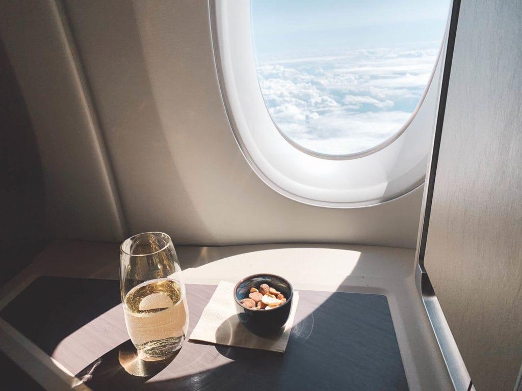 Champagner mit Nüssen