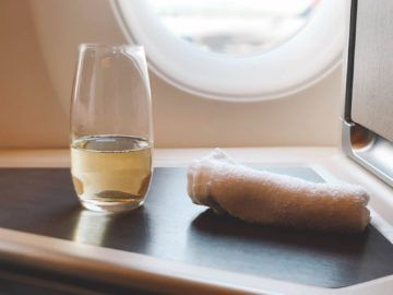 cathay pacific business class a350 1000 predepature drink warmes tuch