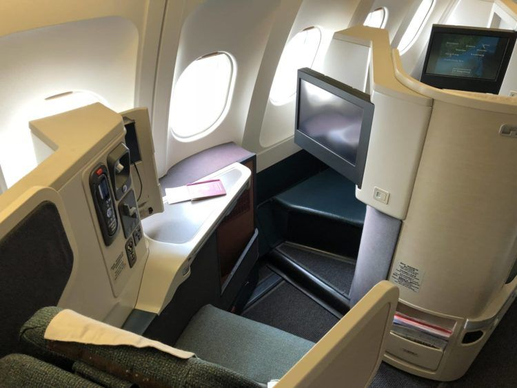 cathay pacific business class a330 sitz fenster