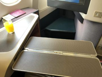 cathay pacific business class a330 tisch