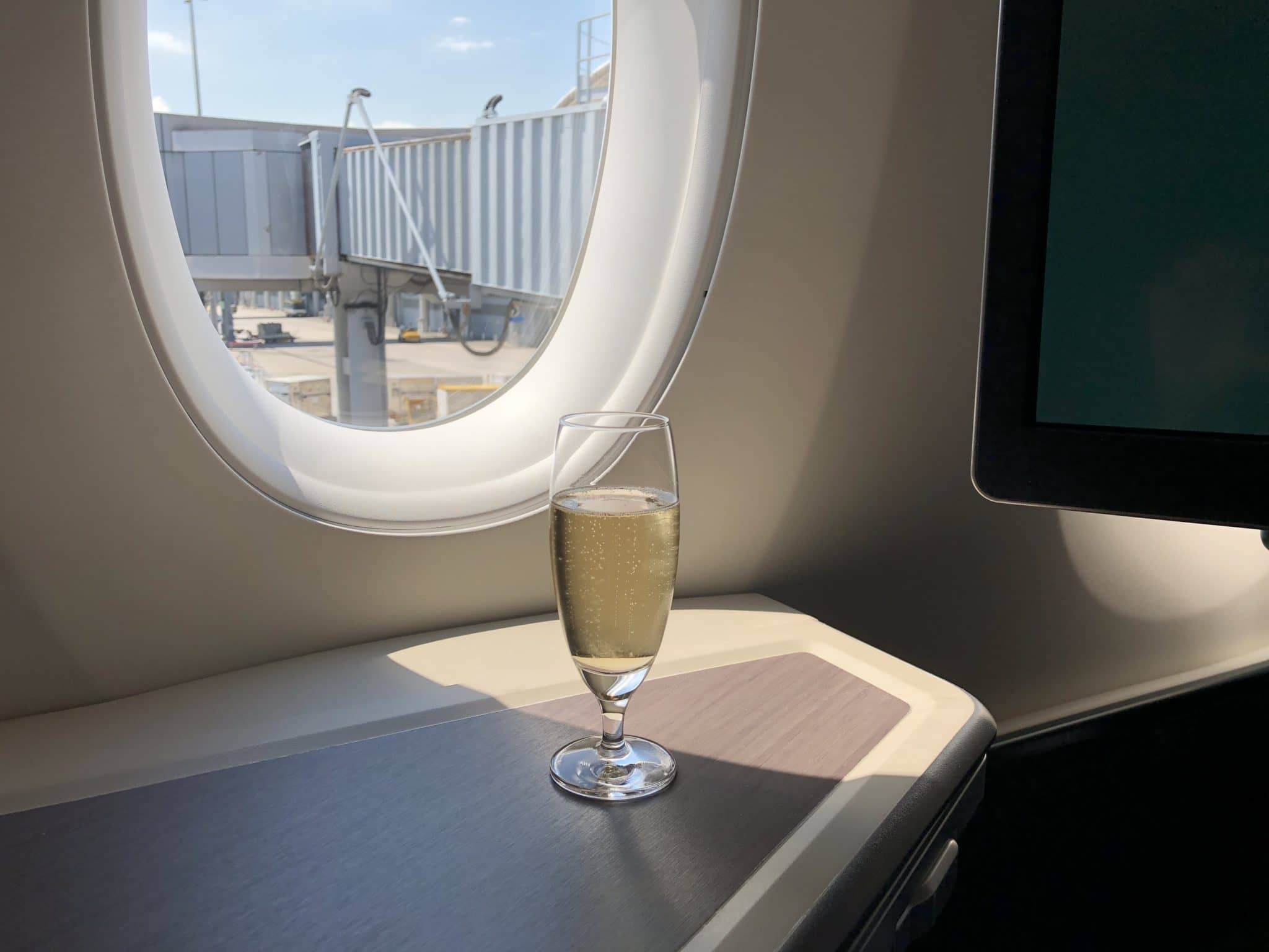 cathay pacific business class a350 1000 champagner