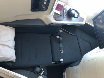 cathay pacific business class a350 1000 sitz ausgeklappt