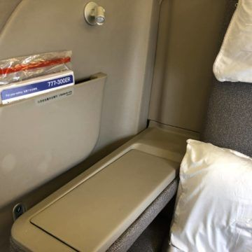 cathay pacific first class boeing 777 300 armlehne