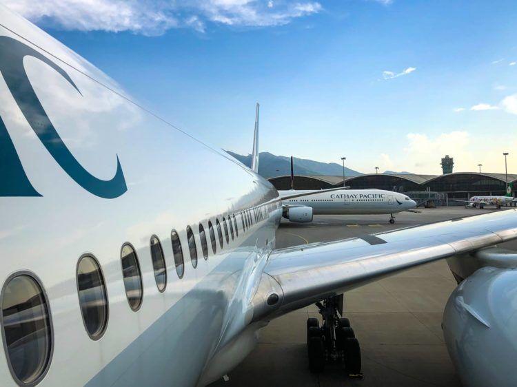 cathay pacific first class boeing 777 300 einstieg
