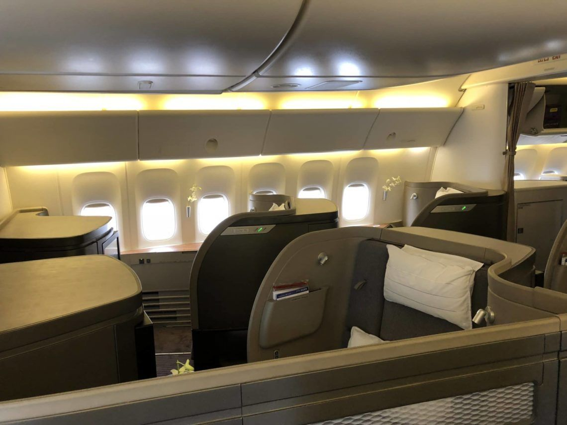 cathay pacific first class boeing 777 300 kabine