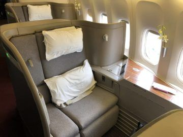 cathay pacific first class boeing 777 300 sitz1a