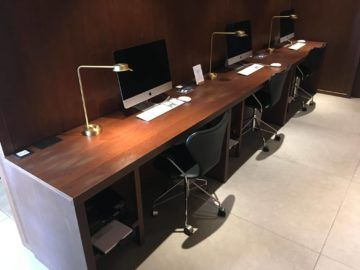 cathaypacific business class lounge londonheathrow arbeitsbereich