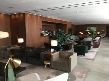 cathaypacific business class lounge londonheathrow bar sitzbereich
