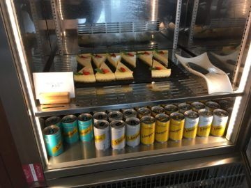 cathaypacific business class lounge londonheathrow cake schweppes