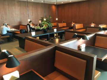 cathaypacific business class lounge londonheathrow essbereich