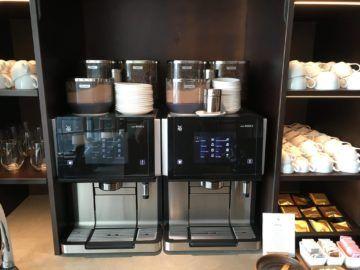 cathaypacific business class lounge londonheathrow kaffee