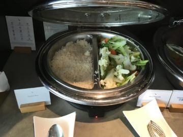 cathaypacific business class lounge londonheathrow rice vegetables