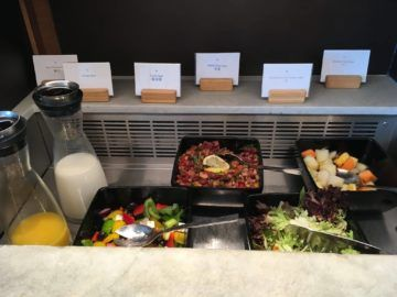 cathaypacific business class lounge londonheathrow salat