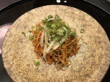 cathaypacific business class lounge taiwan taoyuan fried noodle