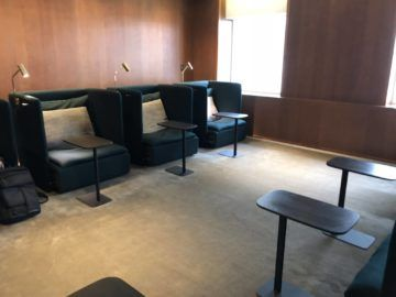 cathaypacific business class lounge taiwan taoyuan sessel